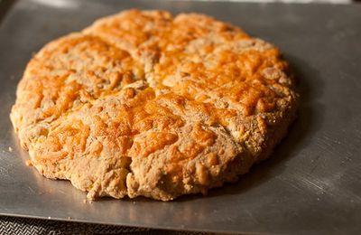 Chleb z mąki ziemniaczanej i orzechowej