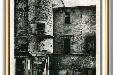 Sévérac-le-Château : vieille maison et tour d'angle