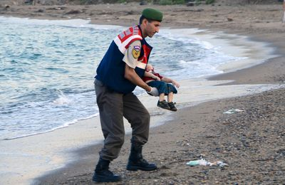 Shocking images of drowned Syrian boy show tragic plight of refugees