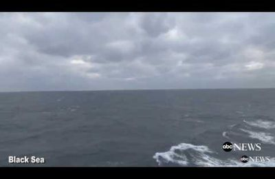 Deux avions Soukhoï Su-24 survolent un Destroyer étatsunien en mer Noire (Vidéo)