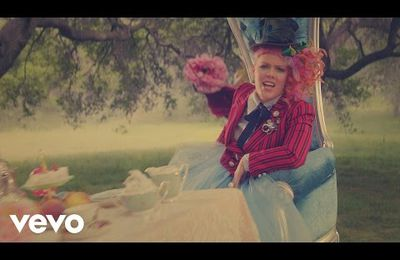 le nouveau clip de Pink - Just Like Fire