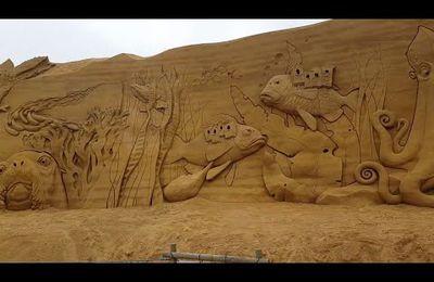 Un festival de sculpture sur sable rend hommage à la vie sous-marine.