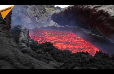 Le volcan L'Etna continue de cracher de la lave (video media fr)