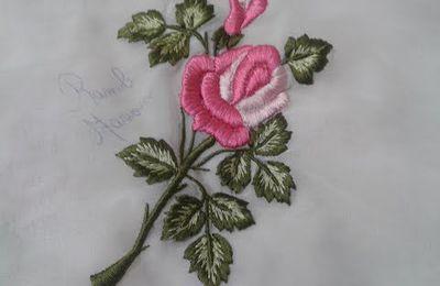 Broder une rose en piqué libre à la machine à coudre