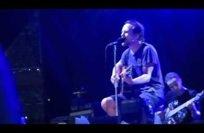 Pearl Jam chante imagine pour un fan décédé au Bataclan