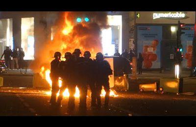 Barricades, manif sauvage et affrontements à Paris #NuitDebout #LoiTravail - 09/04/16