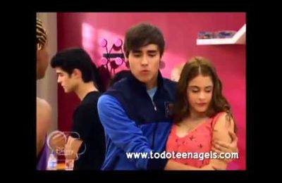 Leon y Violetta Kiss the girel