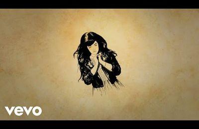 Découvrez Indila : Tourner dans le vide...