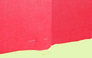 Ma robe en lin rouge: boutonnage et ourlet