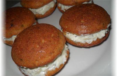 Whoopie pies au saumon fourrés crème ail et fines herbes