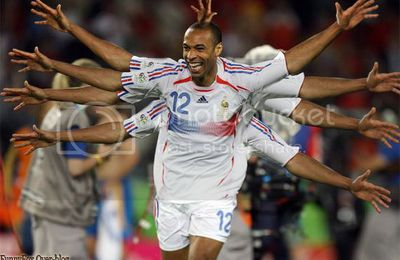 Thierry Henry , la main au collet