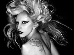 #DernièreMinute : Lady Gaga - Regardez l'accident sur scène cette nuit à Auckland