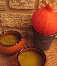 Soupe au potiron, courgette et chèvre à l'ortie