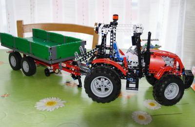 Le petit dernier : le tracteur 8063