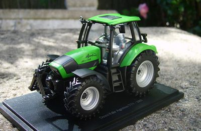 Deutz-Fahr Agrotron TTV de 2003 by Universal Hobbies.