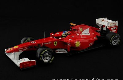 FERRARI - 150 ITALIA - N°5 - ALONSO - 2011 - HOT WHEELS - 1/18