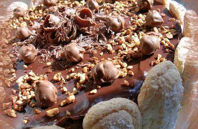 Entremets vanille/chocolat sur fond de génoise vanillé!!