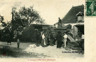 PREYSSAC D'EXCIDEUIL : le battage au village .Carte postale ancienne.