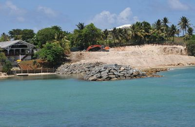 Anse Dumont : la destruction du littoral continue