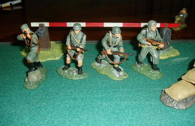 GERMANY  SOLDIER SERIE A  1/30  METAL