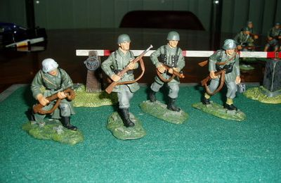 GERMANY  SOLDIER SERIE B  1/30 METAL