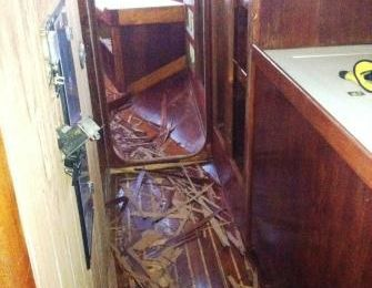 """ Gulf Star "" 50 ' 1978 interior restoration dec 2012 in process ."