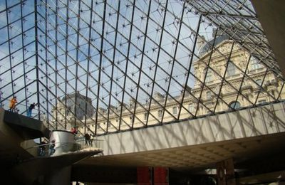 Au LOUVRE-PARIS