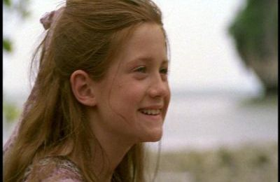 "Bonnie Wright dans le film ""Stranded"""