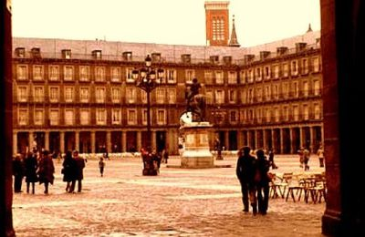 MADRID en 1974 - La Plaza Mayor et la Plaza de Oriente