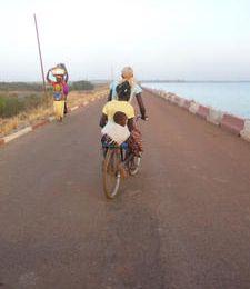 Les femmes à vélo de Sélingué, Mali