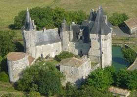 Un château écossais en Bas Poitou : Cherveux