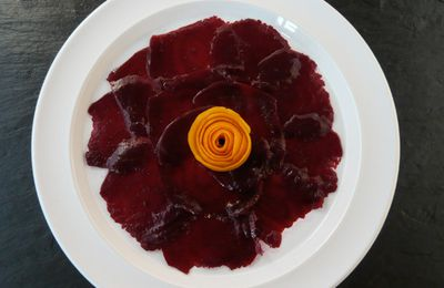 Carpaccio de betteraves rouges parfumé à l'orange