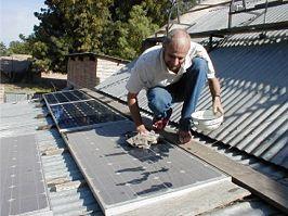 Comment rendre vos panneaux solaires intégralement autonettoyants ?
