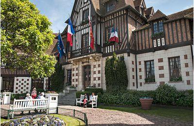 """Deauville, """"joyau"""" de la côte fleurie..."""