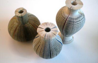 Les vases-livres de Laura Cahill