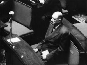 Deux analyses du retour du général de Gaulle au pouvoir en 1958