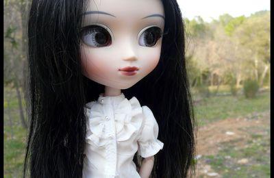 Noreen a sa nouvelle wig.
