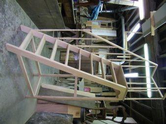 Nouveau modèle d'escalier de bibliothèque en chêne.