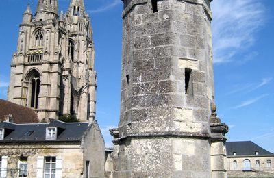 Vestiges de l'abbaye St Jean des Vignes, petite tour de l'entrée (?)