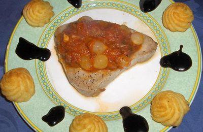 Darne de thon avec sauce aux petits oignons