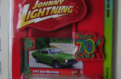 Ford Maverick 1971 by Johnny Lightning.