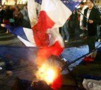 Drapeaux brûlés : exigeons les excuses du peuple algérien !