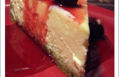 Cheesecake pistache-amaretto, coulis de griottines