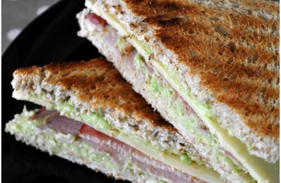 Sandwichs avocat, bacon et cheddar