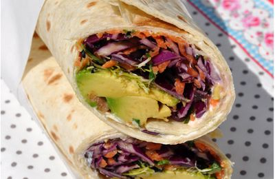 Wraps au chou rouge, carottes et avocat, sauce tahin-orange