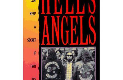 bibliothèque : Hell's Angels : Three Can Keep a Secret If Two Are Dead
