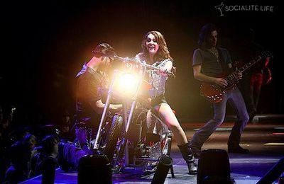 stars on bikes : Miley Cyrus