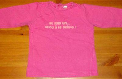 """T-shirt manches longues rose pour fille avec noté dessus : """"Je suis un... chou à la crème""""!"""
