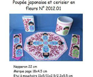 Poupée japonaise et cerisier en fleurs
