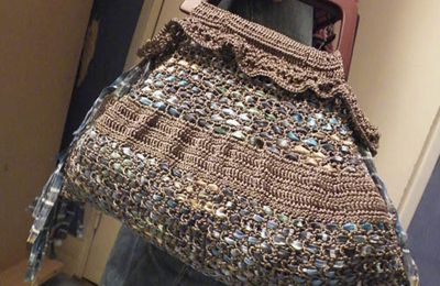 SAC DE FÊTE EN CROCHET : le point de filet tissé.
